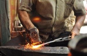Ngủ nằm mơ thấy người thợ rèn - Chiêm bao thấy thợ rèn đánh con gì?